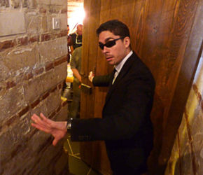 Jeu d'enquête «Ludo Room»